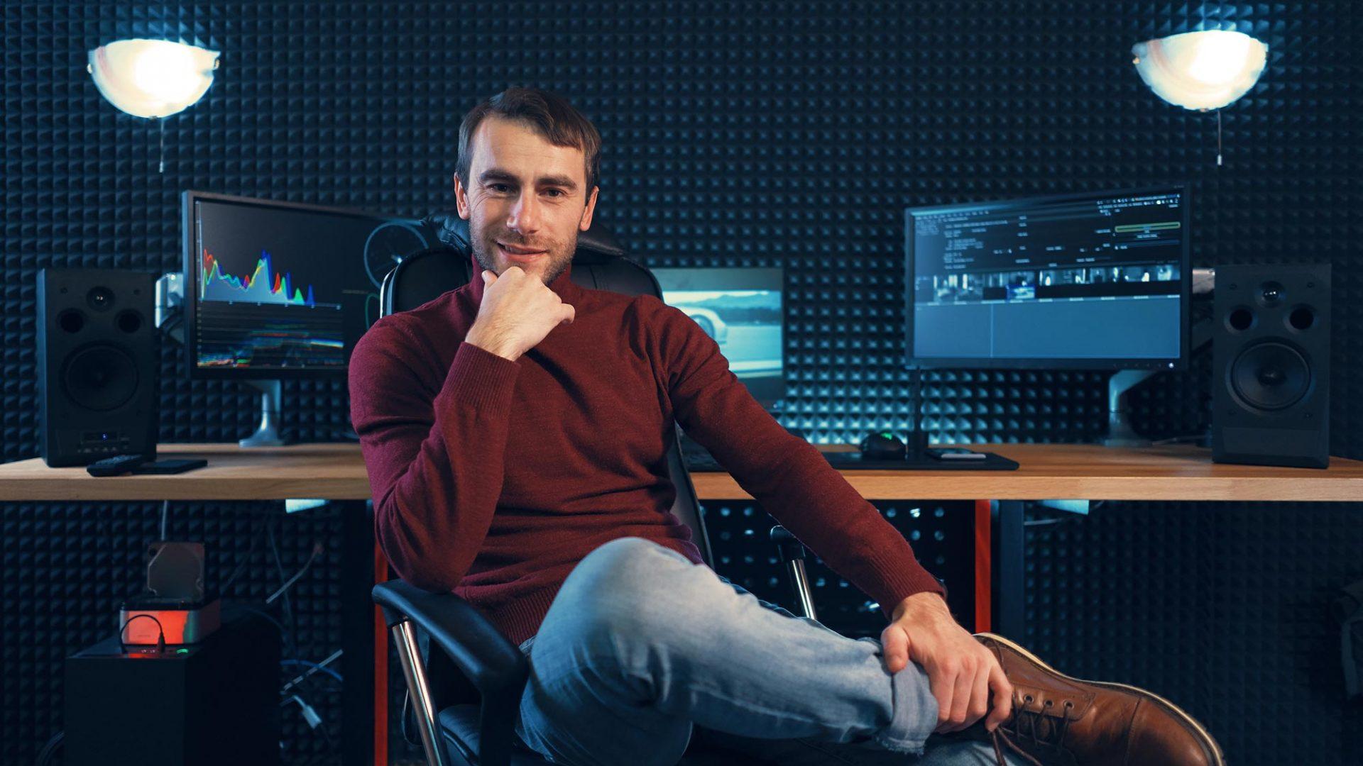 successful-designer-or-editor-sitting-leg-over-leg-F8WGYS2